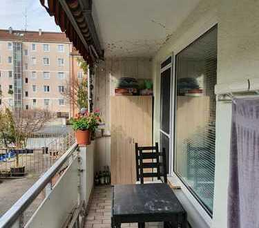 Sanierte 2-Zimmer-Wohnung mit Balkon in Maxvorstadt, München