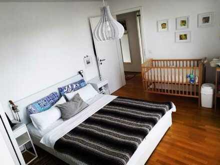 Stilvolle 3-Zimmer-Wohnung mit Balkon und Einbauküche in Nymphenburg, München