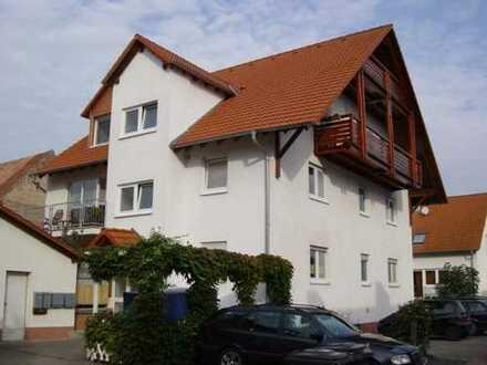 Vollständig renovierte 4-Zimmer-DG-Wohnung mit Balkon in Altdorf