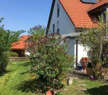 Wunderschöne Doppelhaushälfte im Grünen mit sechs Zimmern in Landsberg am Lech (Kreis), Geltendorf