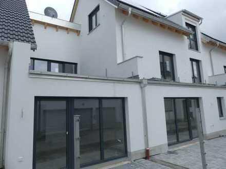 Herrliches EG-Wohnen mit 28 m² Sonnenterrasse.....
