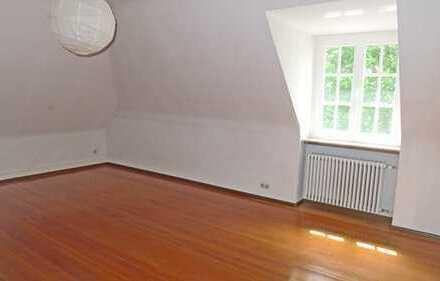 5958 - Dachgeschosswohnung im herrschaftlichen Altbaugebäude nähe Turmbergbahn!