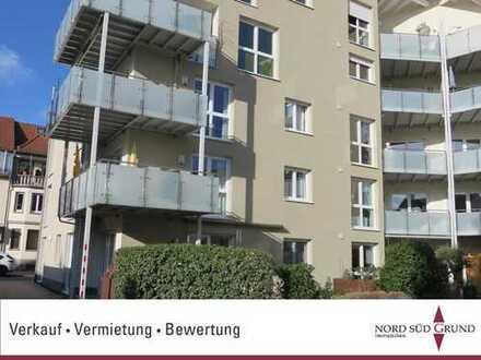 Innestadt-Lage von Bühl. Neuwertige EG-Wohnung. 4-ZKB ca.119 m²Wohnfläche. Gartenterrasse, TG
