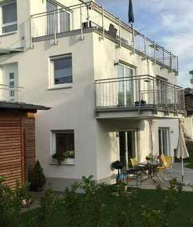 Neuwertig wohnen in Stadtnähe, ruhig gelegen mit Balkon