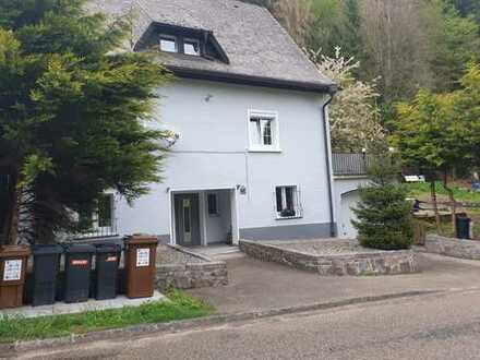 Sanierte 3-Zimmer-DG-Wohnung mit Einbauküche in Görwihl