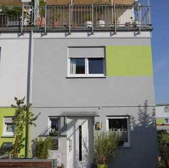 Provisionsfrei! Modernes Reiheneckhaus mit kleinem Garten und Dachterrasse in ruhiger Stadtlage