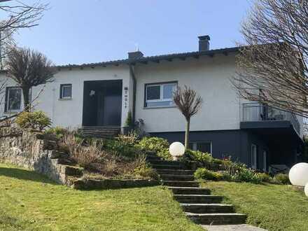 schönes Einfamilienhaus mit großem Grundstück in Bestlage