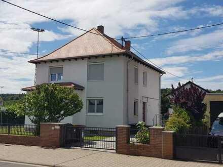 Freistehendes EFH mit fünf Zimmern, Garage und Garten in Guntersblum