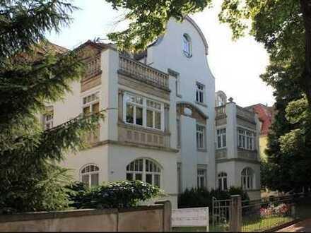 Hochwertige 4-Raum-Whg in sanierter Villa mit EBK und fantastischem Ausblick - nähe Pferderennbahn