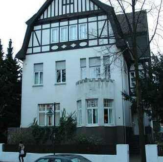 großzüge Stadtwohnung in renovierter Villa