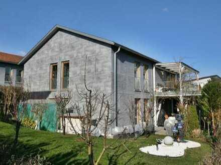 Vermietetes Zweifamilienhaus auf der Sonnenseite von Binzen.