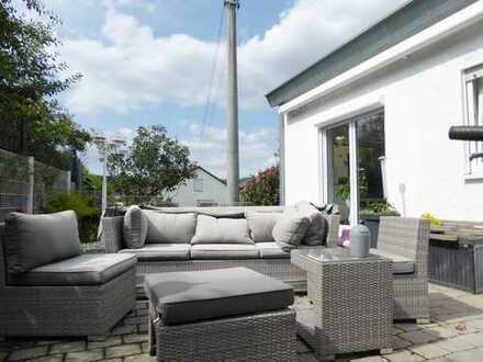 EXKLUSIVE 2,5 Zimmerwohnung mit Pool, Terrasse/Garten, Pkw-Stellplatz