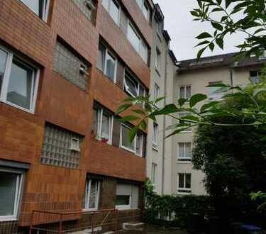Von Privat: Modernisierte 2-Zimmer-Wohnung in Mauenheim, Köln