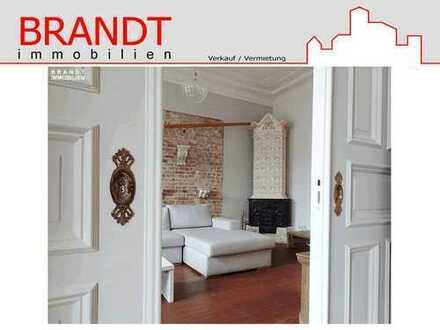 Schauen Sie gern rein! Freie 4 Zi.-Altbauwohnung mit 2 Balkonen und Fahrstuhl in Eimsbüttel!