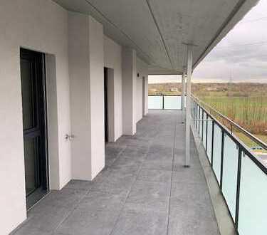Erstbezug: ansprechende 2-Zimmer-Penthouse-Wohnung mit EBK und überdachtem Balkon in Kleinostheim
