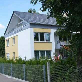 Exklusive Dochgeschosswohnung mit Westbalkon und großem Gartenanteil von Privat zu vermieten