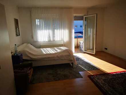 Geschmackvolle 3-Raum-Wohnung mit Balkon und Einbauküche in Ehningen