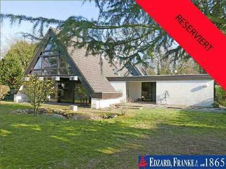 Interessantes Nurdachhaus für die kleine Familie mit schönem Garten und Garage