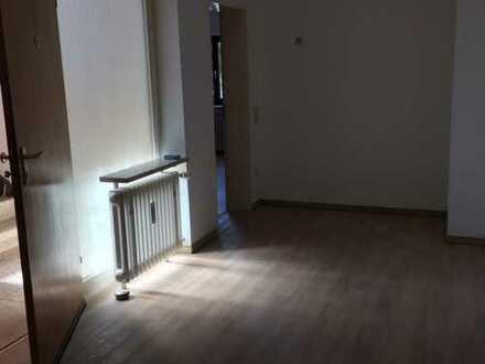 Gepflegte, großzügige 3,5 Zimmer-Wohnung mit 2 Balkonen und Garage in Pfinztal-Wöschbach
