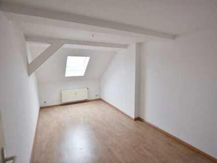 Tolle Dachgeschosswohnung in absoluter Brühl-Nähe!