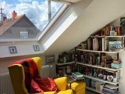 Wunderschöne Dachgeschosswohnung mit Landhausküche und jeder Menge Stauraum