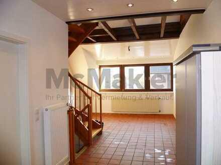 Wohnen wie im eigenen Haus – Offen gestaltete Maisonette-Wohnung mit rustikalem Charme