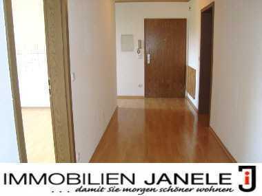 Geräumige und helle 4-Zimmer-Wohnung mit Balkon in Regenstauf- Diesenbach