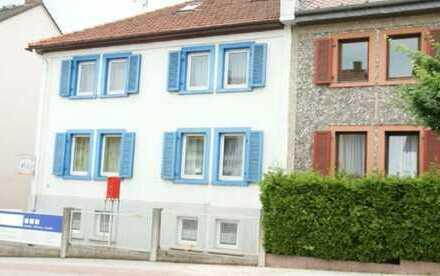 Gepflegtes Zweifamilienhaus mit Büroräumen und Garagen in Bad Homburg