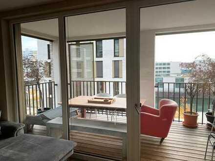 Exklusive lichtdurchflutete Wohnung auf der Hafeninsel mit Blick auf die Skyline und auf den Main