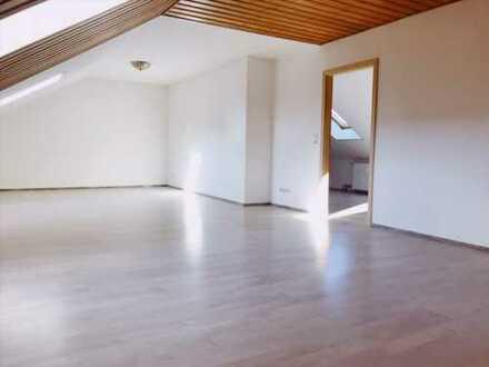 2 Zimmer-Dachgeschoßwohnung, großzügig, erfrischend und mit Einbauküche.