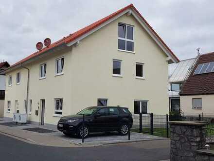 Erstbezug: freundliche Doppelhaushälfte mit sieben Zimmern in Obernau, Aschaffenburg-Obernau