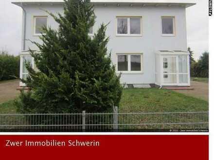 Doppelhaushälfte mit 5 Zimmern, Garage, 2 Carports und Garten nahe der Kreisstadt Parchim