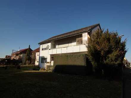 Gepflegtes 2-FH mit großem Gartengrundstück + 2 Garagen