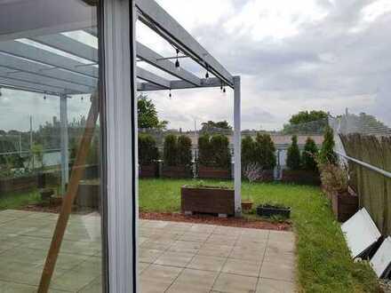 Freundliche 5-Zimmer-Penthouse-Wohnung mit Balkon/Wintergarten und EBK/Einbauschränke