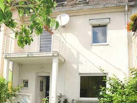 Einfamilienhaus mit Balkon, Garten und Garage, zentrale Lage, Top-Zustand