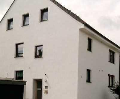 Gepflegte, ruhige 2-Zimmer-Dachgeschosswohnung mit Balkon in Leverkusen