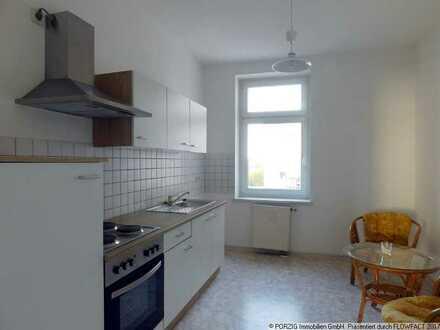 Große 2-Raum-Wohnung mit Einbauküche