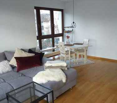 Großzügig geschnittene, helle 2-Zimmer-Wohnung mit Balkon - citynah