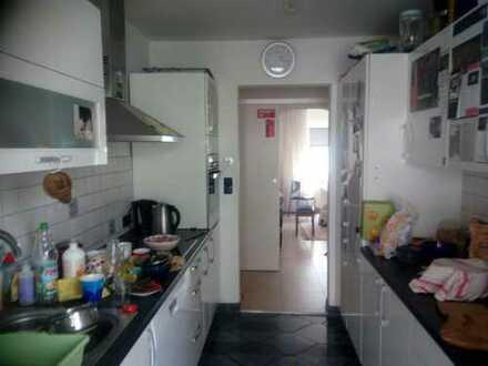 geräumiges WG-Zimmer in schöner Wohnung mit Wintergarten