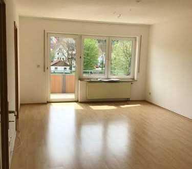 Attraktive 3 Zi.-Wohnung mit herrlichem Ausblick in ruhiger, verkehrsgünstiger Lage mit Südbalkon!!!