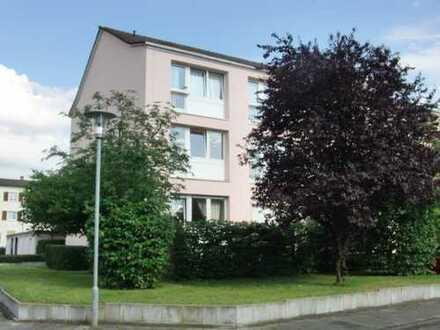 Schöne helle 3-ZKB Wohnung im 1. OG mit Balkon