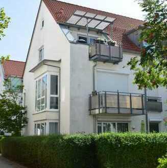 PAF-Zentrum! 2-ZKB + ausgebauter Spitzboden mit 89 m² Wohn-/Nutzfl., Dachterr., EBK und TG-Stellpl.!