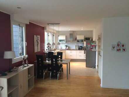 Neuwertige 2-Zimmer-DG-Wohnung mit großem Balkon und EBK in Emsdetten