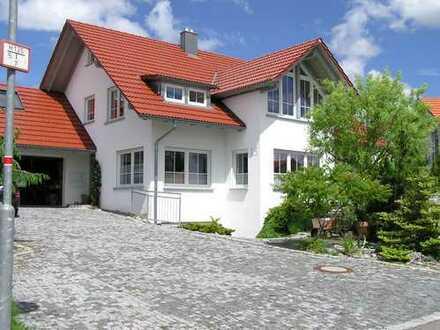 Großzügiges 2-Familienhaus mit schönem Gartengrundstück und Doppelgarage