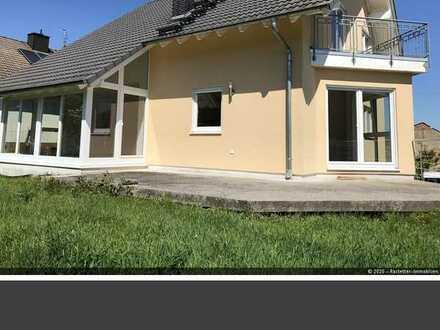 Schönes Wohnhaus mit Wintergarten und Garten ab sofort zu vermieten!