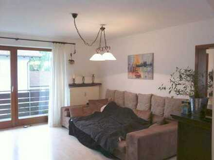 Toll geschnittene 3 Zimmer Wohnung inkl. Stellplatz u. neuwertiger Küche