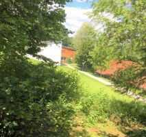 Zweifamilienhaus mit wunderschönem Grundstück und mit Gewerbeeinheit oder Werkstatt