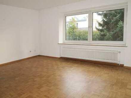 3 Zimmer Hochparterre Wohnung in ruhiger Lage mit Balkon und Parkett
