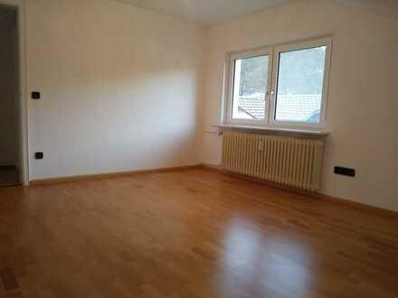 Gepflegte 3-Raum-DG-Wohnung mit Einbauküche in Zell im Wiesental