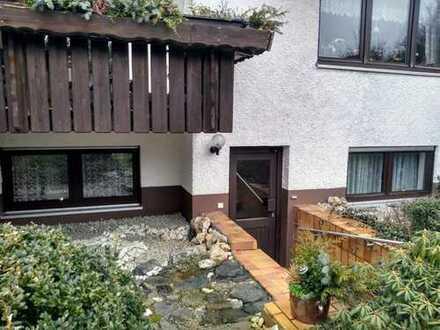 Gepflegte 2-Raum-Wohnung mit Einbauküche in Hof